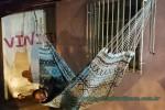 Luizinho Ganha uma Rede para Dormir nas Noites de Chuva
